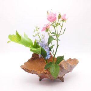 備前焼のシャコガイの形をした花器 作家は友利幸夫