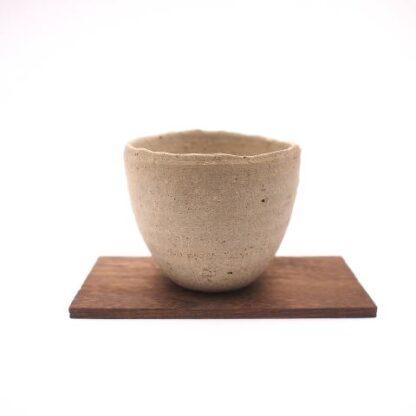 備前焼、白色のフリーカップ 作家は竹中健次
