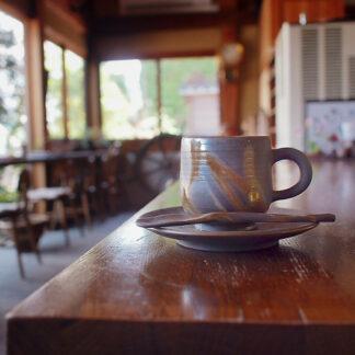 カフェにある備前焼のコーヒーセット 作家は米田芳清
